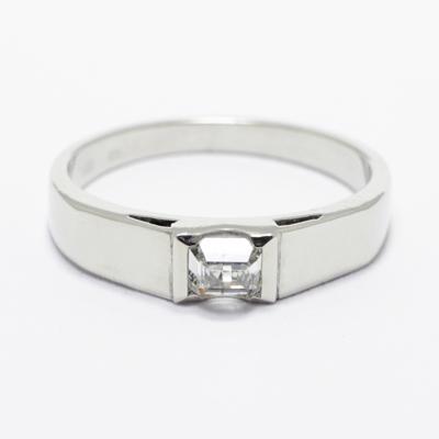 c63c4ef0f9 Felfordított Smaragd csiszolású Gyémánt Eljegyzési gyűrű
